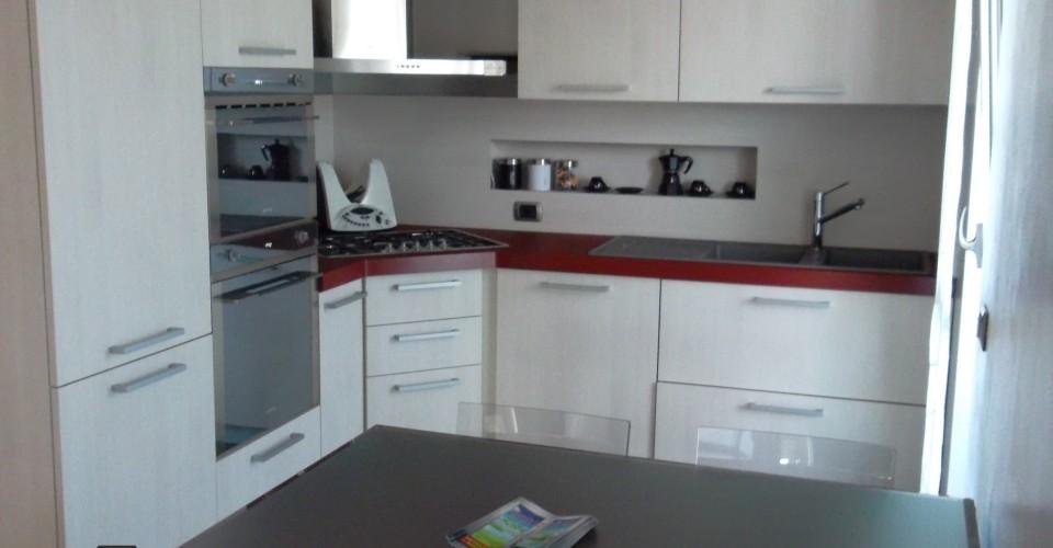 Cucina angolare falegnameria benaglia giovanni - Pensile angolare cucina ...